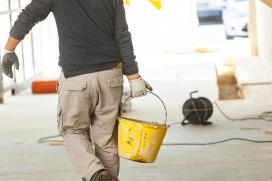 Qual a diferença entre cimento queimado e concreto aparente na decoração?